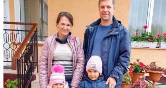Дівчатка з Ковельського сиротинця з новими батьками