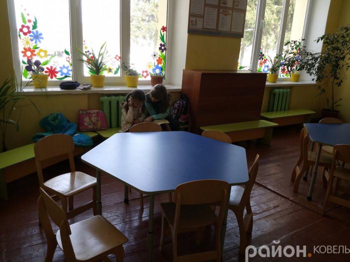 Коридори, діти мають зону для відпочинку