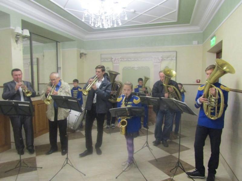 Як у Ковелі з оркестром вітали освітян з професійним святом