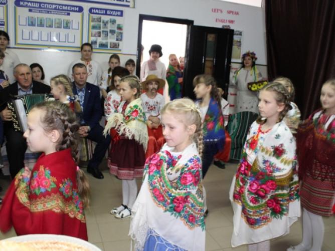 Волошки: у місцевій школі відбувся український ярмарок