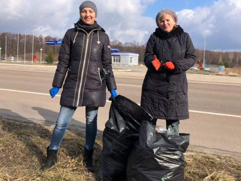 У Люблинецькій ОТГ під час прибирання узбіччя дороги зібрали близько 200 мішків сміття