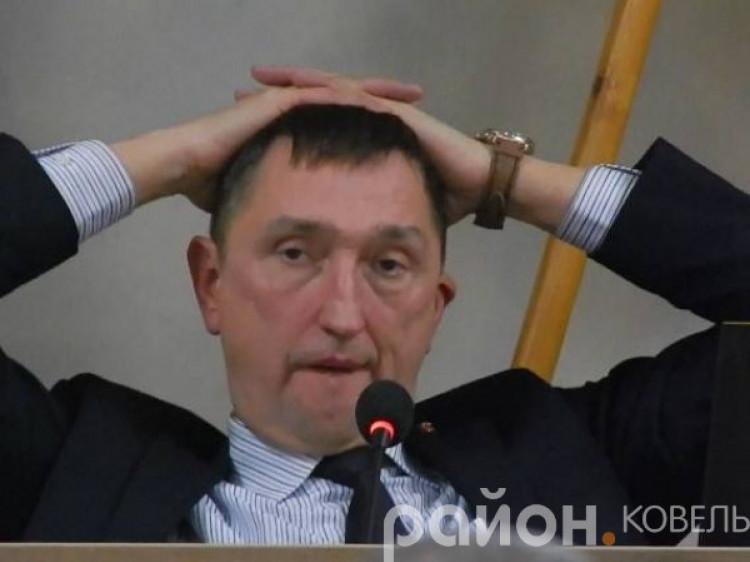Олег Кіндер закупив нові двері і велику партію стільців