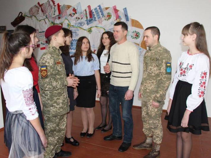 Білин: у місцевій школі привітали добровольців АТО