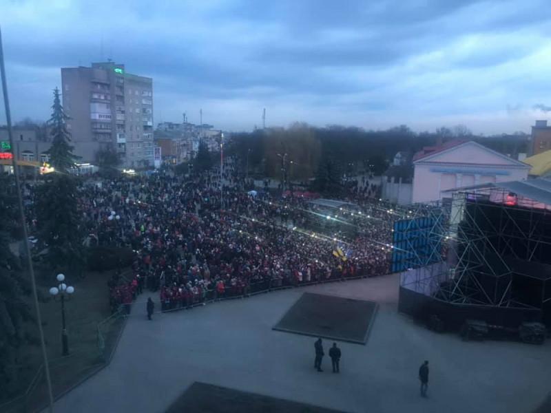 Заступник голови Волинської ОДА показав натовп ковельчан на зустрічі з Порошенком