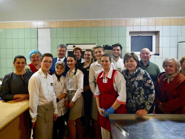 Дорогою з Ковеля Петро Порошенко заїхав на каву