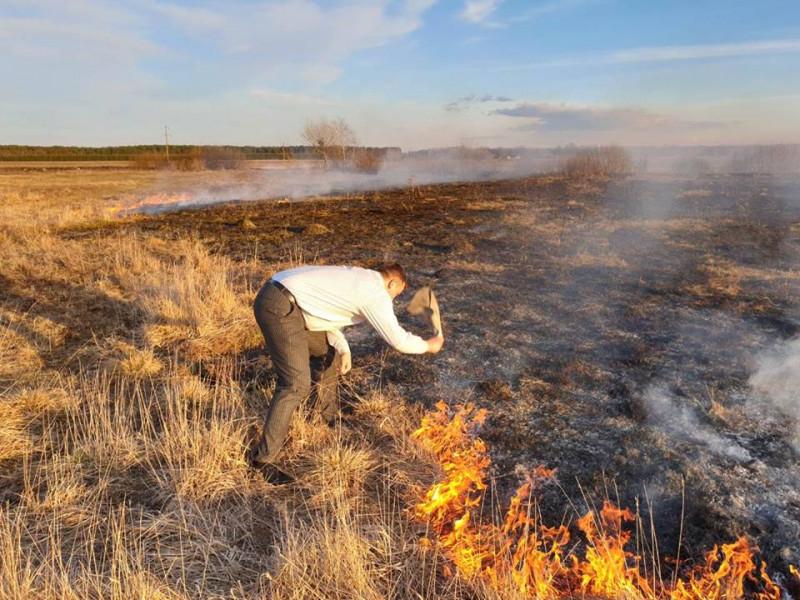 Сергій Кошарук гасив пожежу після недобросовісних паліїв сухостою