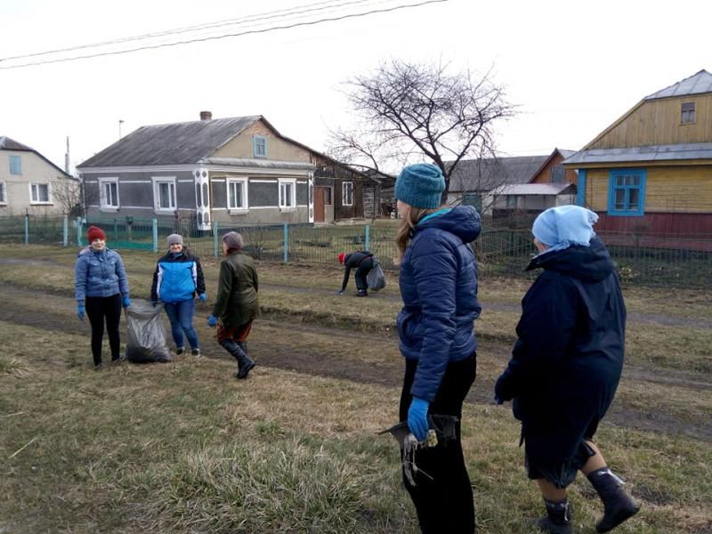 Дубове: як у селі розпочали акцію з прибирання