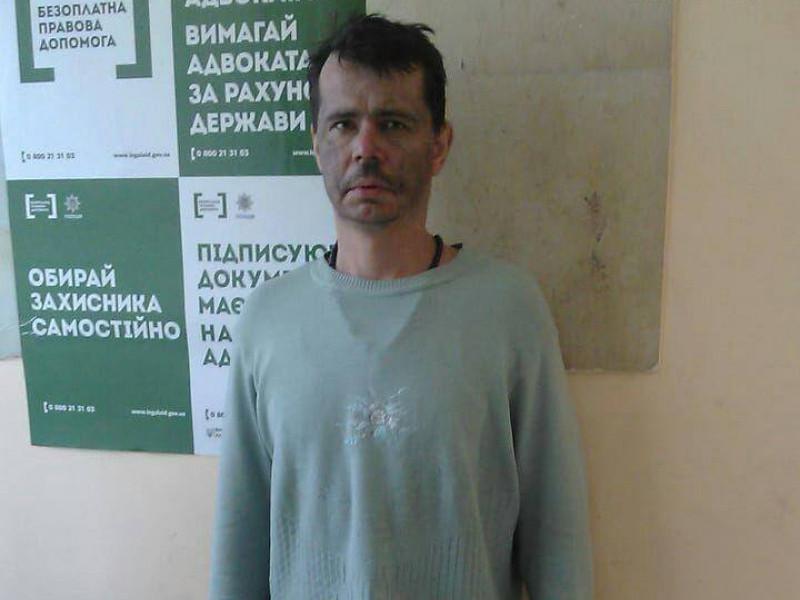 Поліція просить розпізнати чоловіка, якого знайшли напівроздягненим у дачному масиві