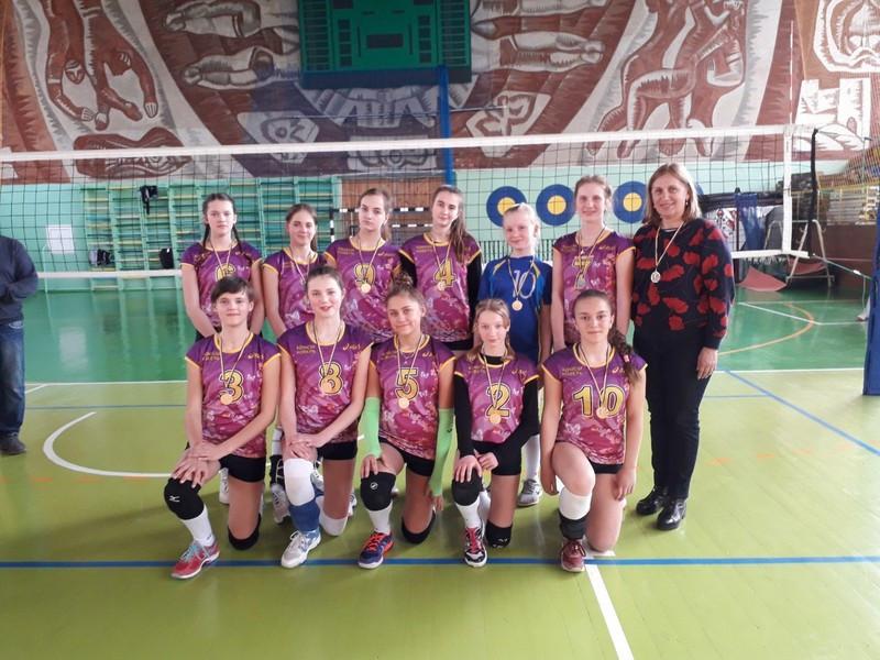 Юні ковельські волейболістки стали чемпіонками області