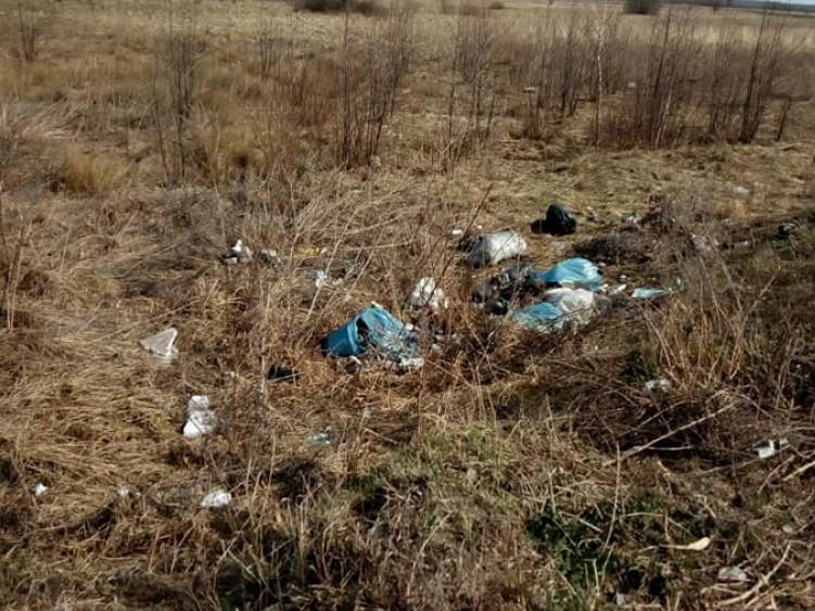 Довгоноси: біля джерела викинули купу сміття