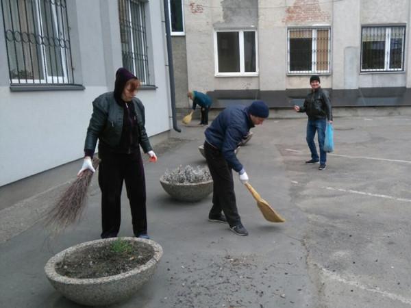 Працівники Ковельського ЦНАПу приєдналися до міського прибирання
