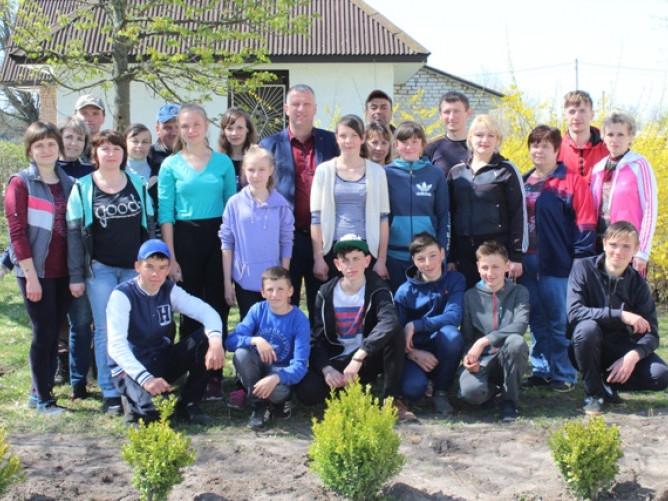 В Уховецькій школі відбувся День довкілля