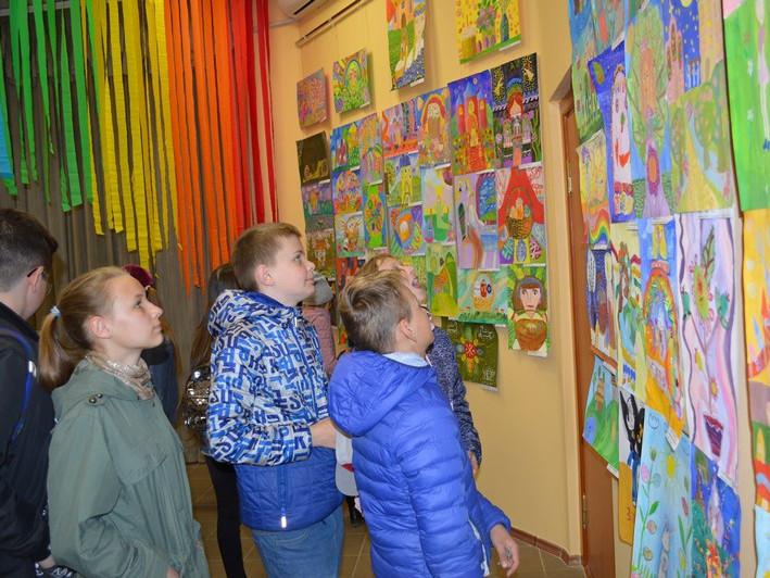 У Ковелі діє виставка дитячого малюнка «Великодня веселка»