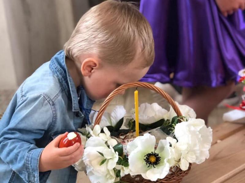 Дитяча радість у передчутті торжества, – Великдень у Люблинці