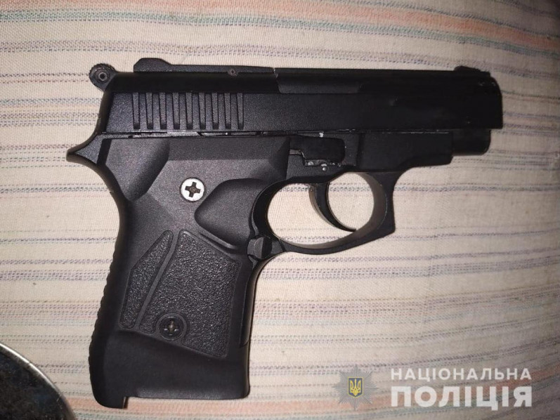 Поліцейські вилучили у ковельчанина пістолет
