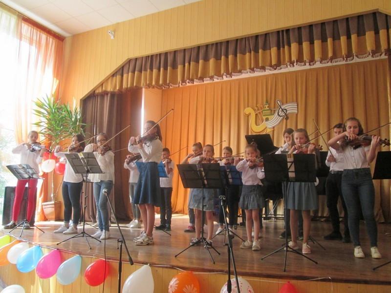 У Ковелі виступив  ансамбль юних скрипалів