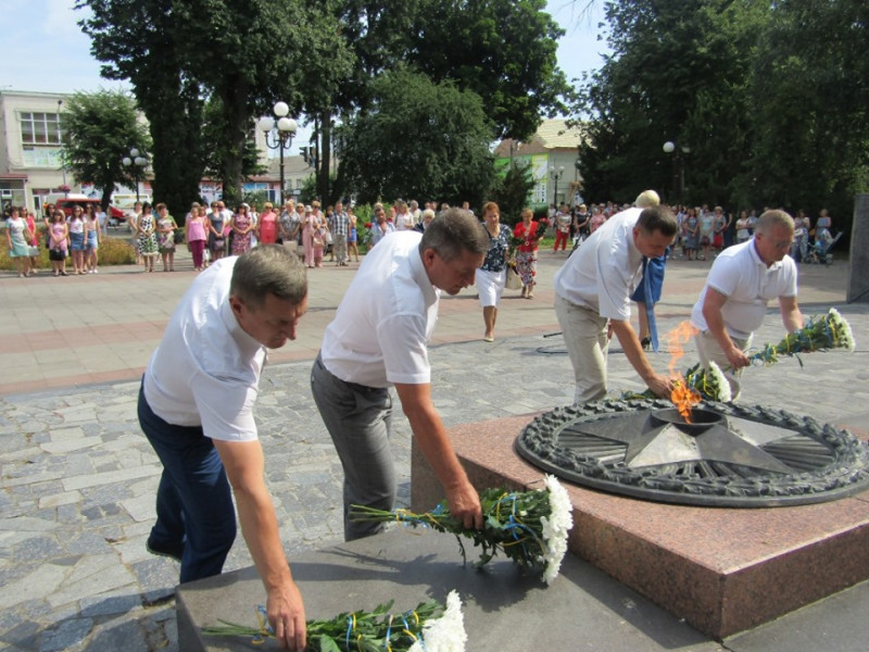 На меморіалі Слави у Ковелі вшанували загиблих у роки Другої світової війни