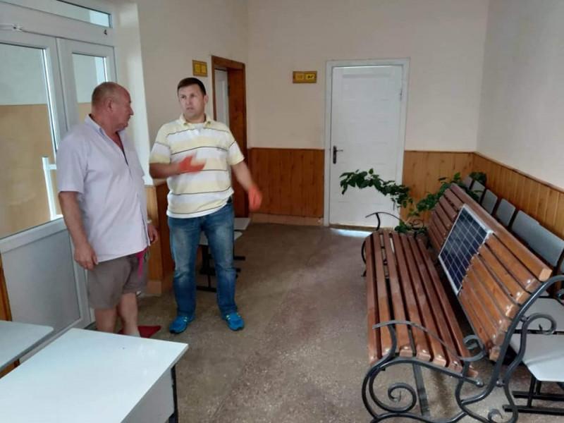 Біля ковельської школи з'явилася лавка із сонячними панелями