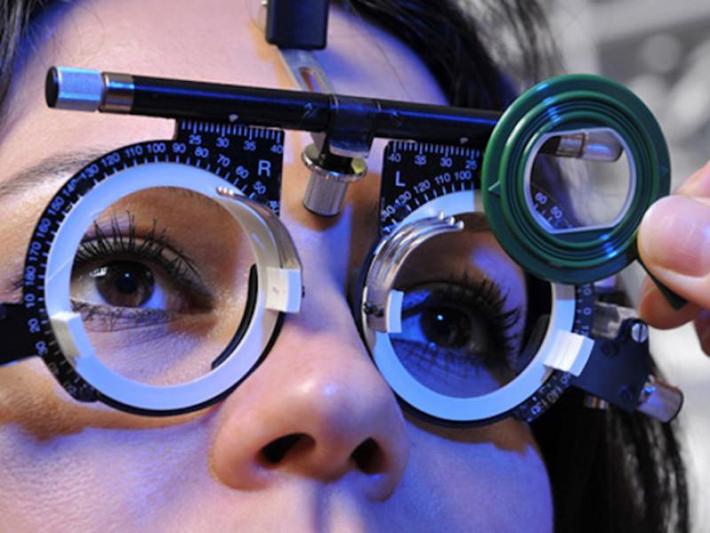 Поспішіть записатися на обстеження зору у лікарів з відомої клініки