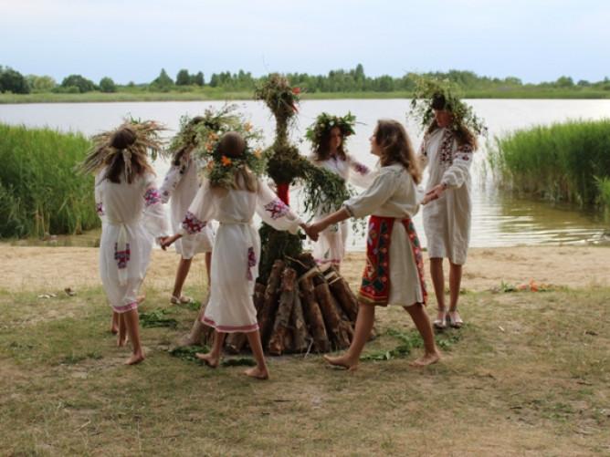 На березі озера Ухо відбулися купальські гуляння