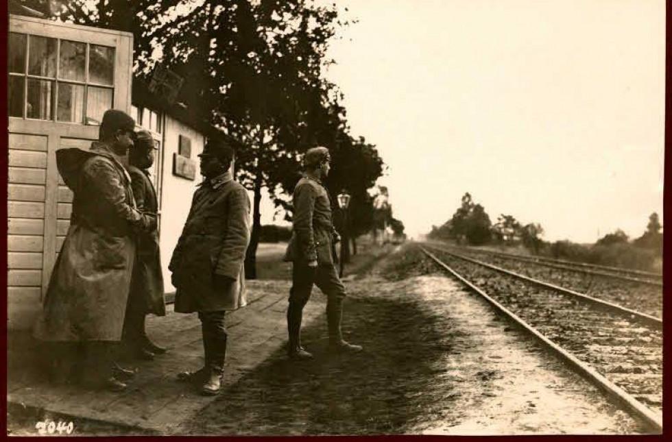 Австрійські солдати на залізничній станції, с. Погіньки, 1917 р