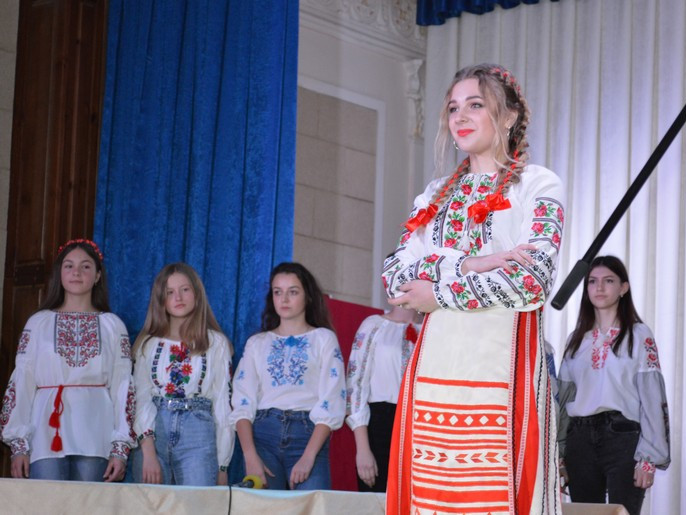 Юні ковельчанки змагалися у конкурсі «Чарівні Україночки»