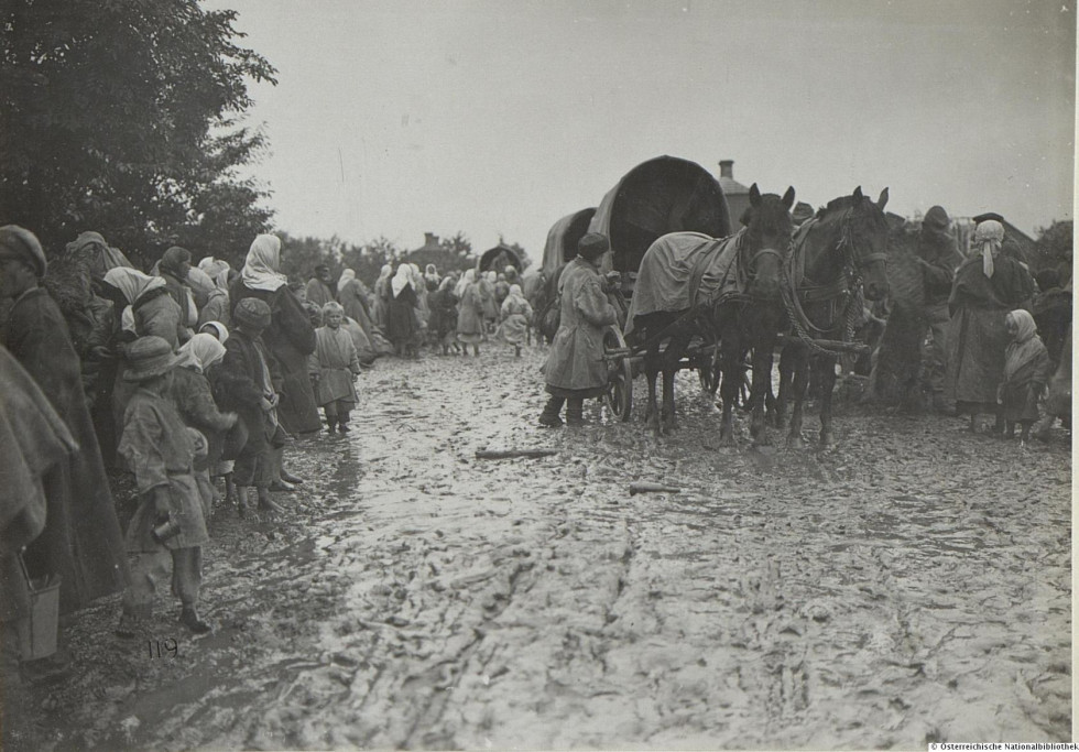 Евакуювали людей у східні губернії Російської імперії