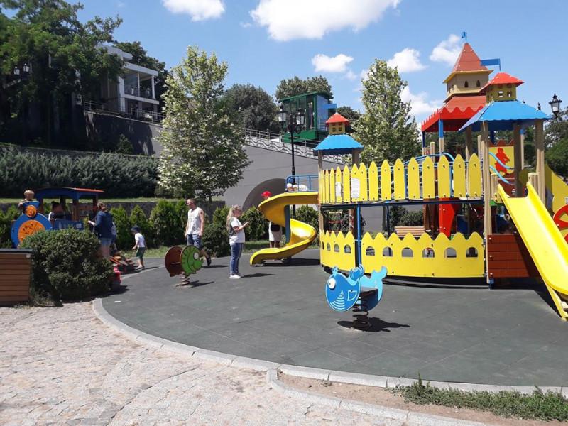 Дитячий майданчик в Одесі