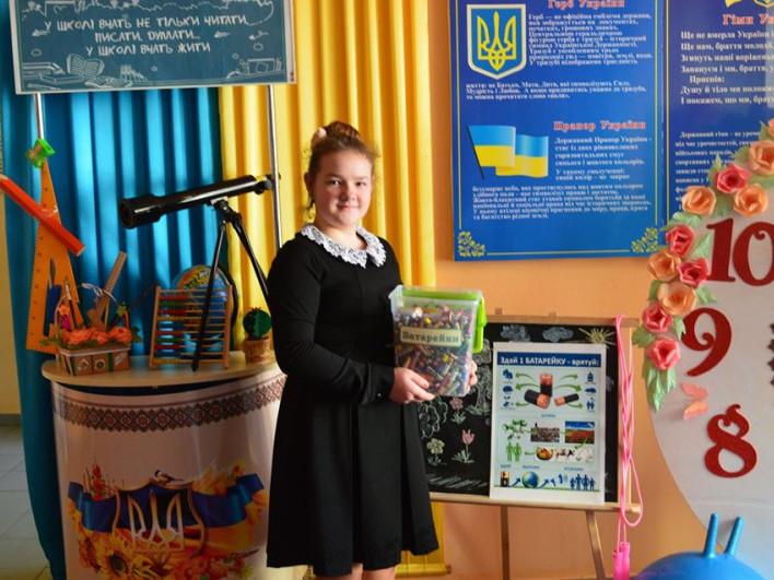 Школярі Дубівської школи за півтора року зібрали більше 16 кілограмів батарейок