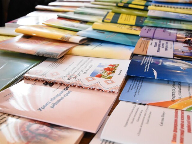 Ковельські освітяни здобули 19 нагород на виставці-конкурсі «Творчі сходинки педагогів Волині»