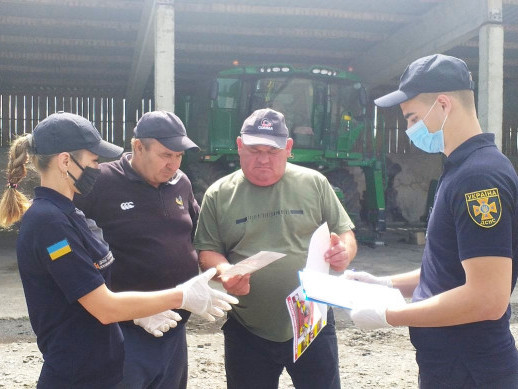 Колодяжне: рятувальники нагадали правила безпеки під час роботи у полі