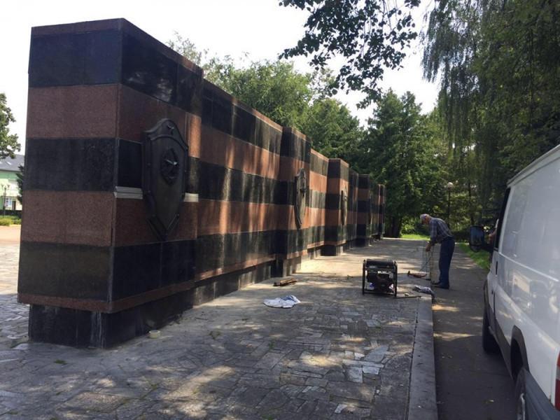 У Ковелі ремонтують стелу на Меморіалі Слави