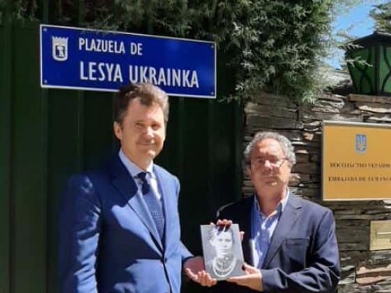 Посол Анатолій Щерба з письменником Хосе Андресом Альваро Окарісом
