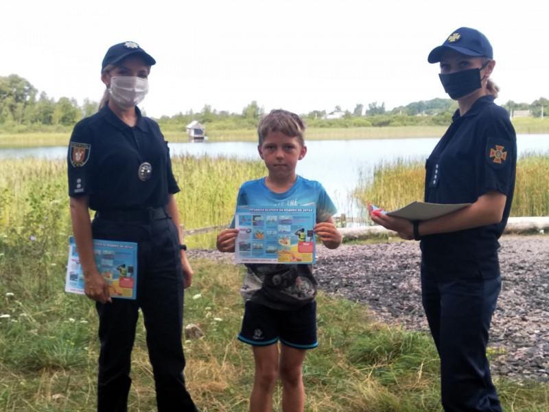 В селі Уховецьк відпочивальникам нагадали правила безпечного відпочинку на воді