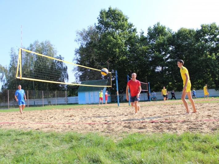 В Уховецьку відбувся турнір з пляжного волейболу
