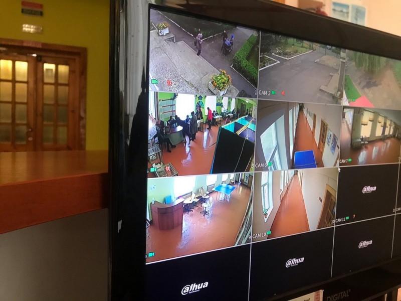У Ковелі скриньку для голосування встановили у полі зору камери