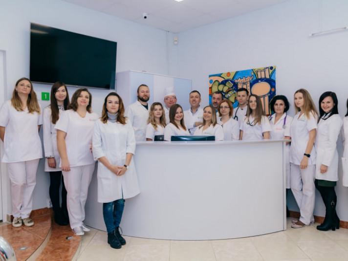 Персонал клініки «Біхелсі»