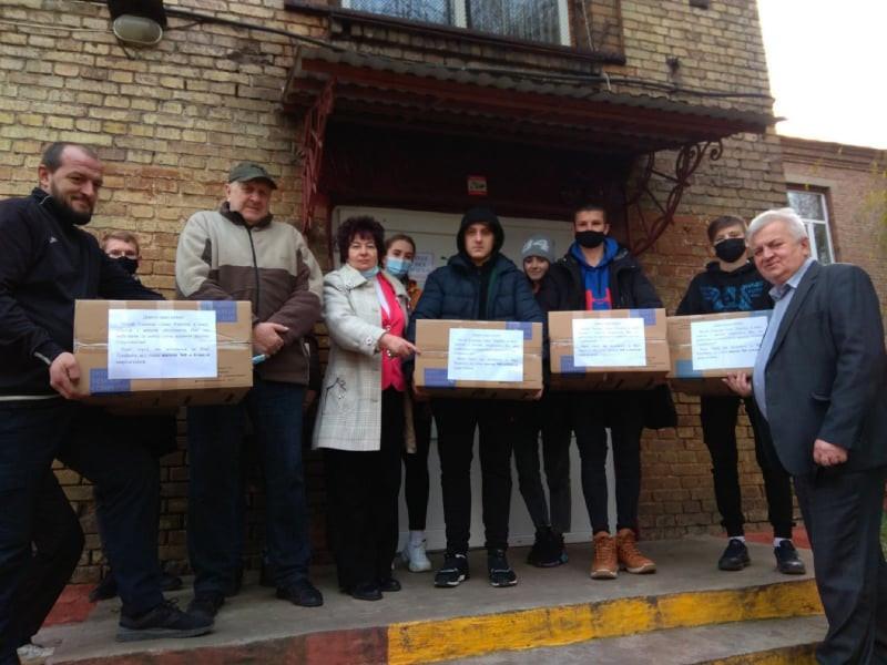 У ковельській школі №8 зібрали посилки для захисників України