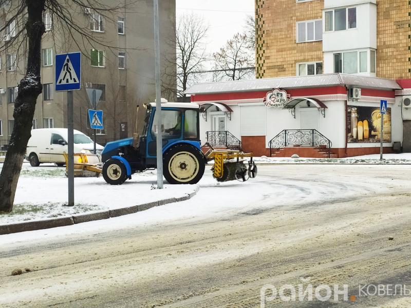 У Ковелі на боротьбу зі снігом випустили спецтехніку