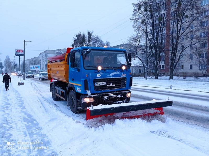 На вулиці Ковеля виїхала снігоочисна техніка