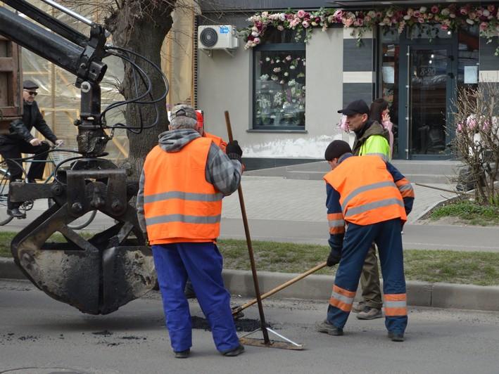 У Ковелі проводять ямкові ремонти доріг