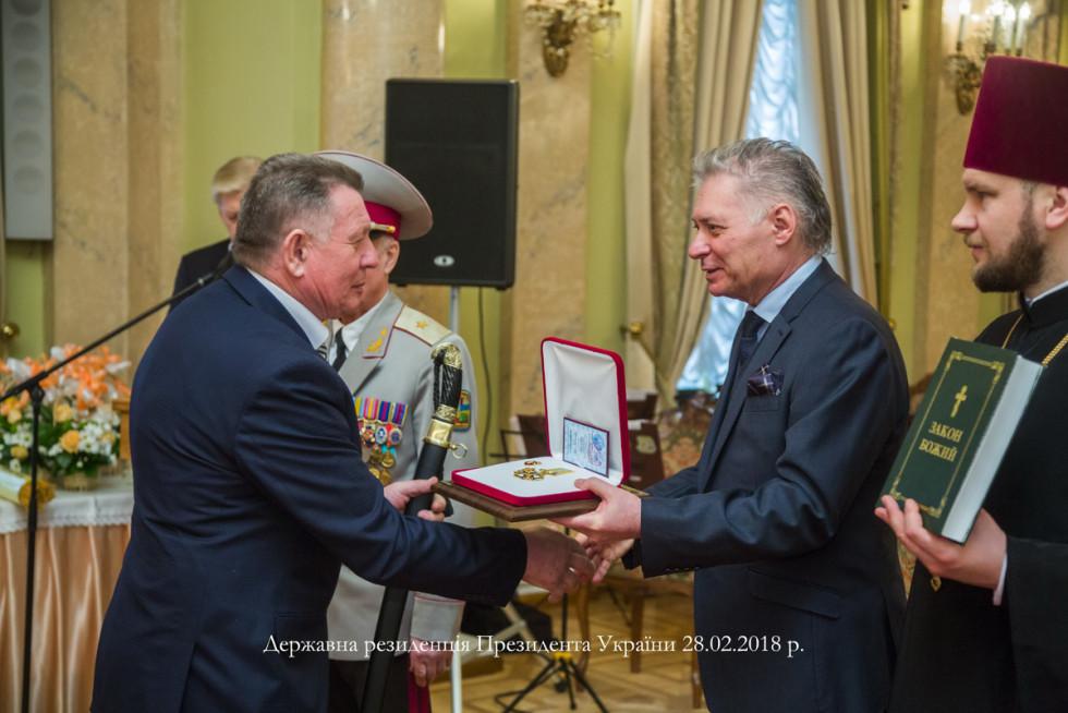Під час вручення високих нагород у Маріїнському палаці, фото Ольги ЗБРИЦЬКОЇ