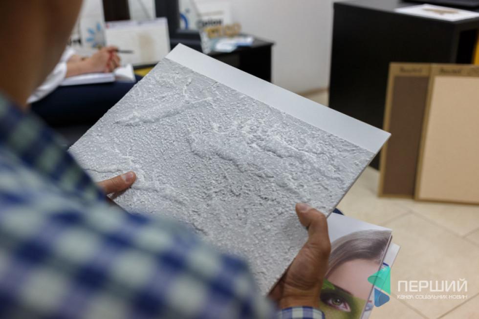 Також компанія пропонує оригінальне покриття стін