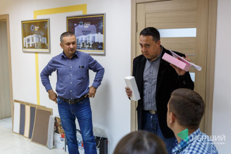 Менеджер з продажу Baumit Віталій Бейба та Представник Baumit у Волинській області Георгій Одішарія розповідають про особливості фарби