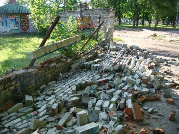 Впала стіна