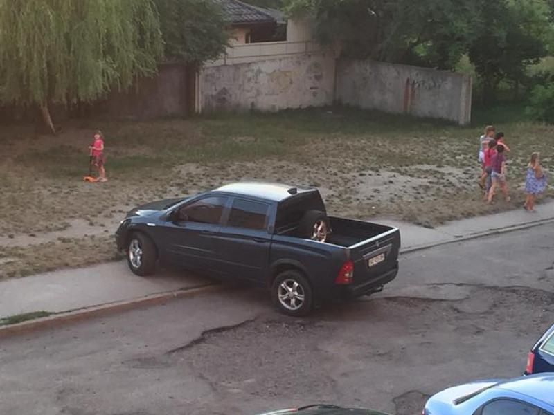 Припарковане авто
