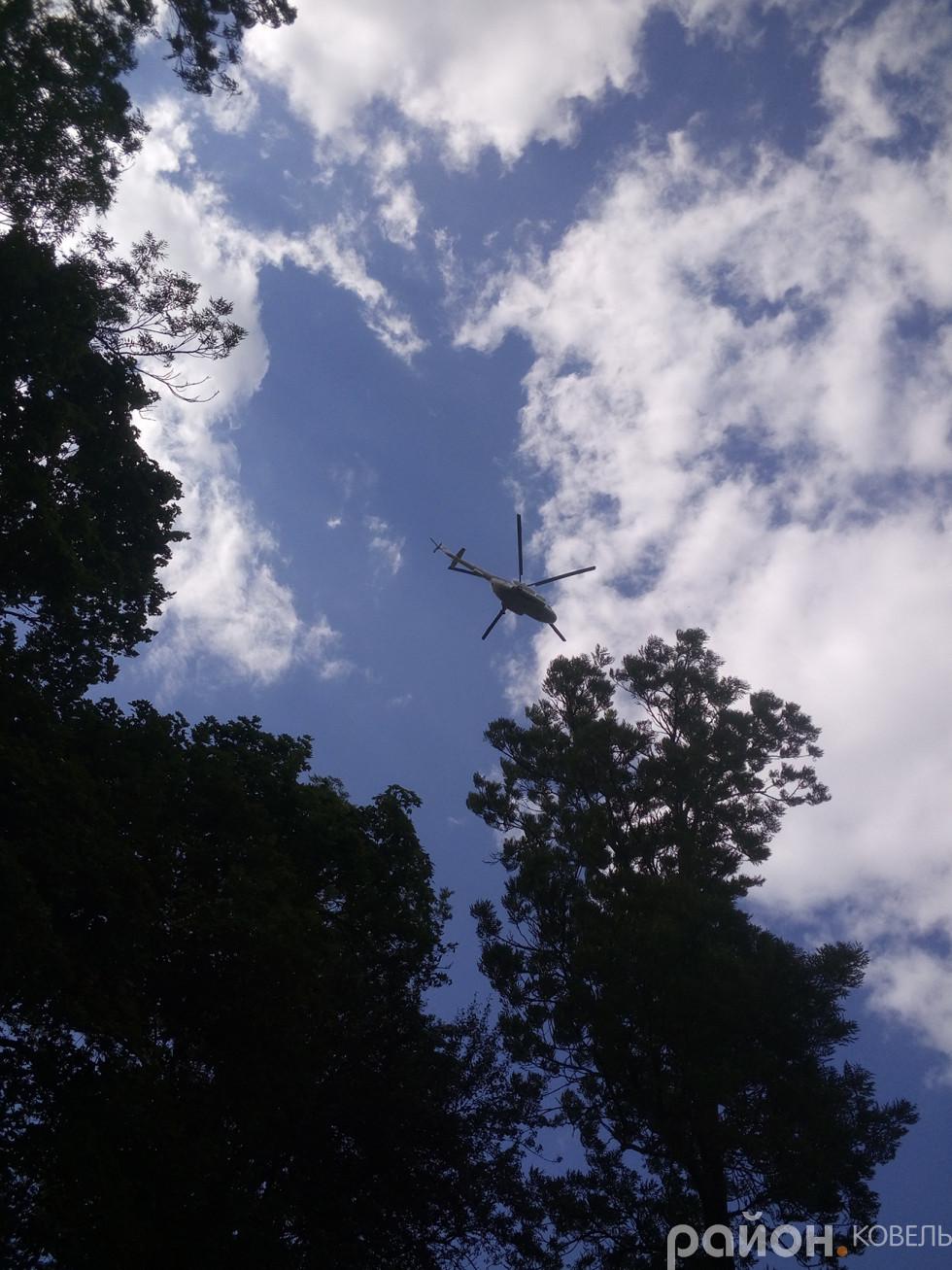 Приліт президента на гелікоптері.