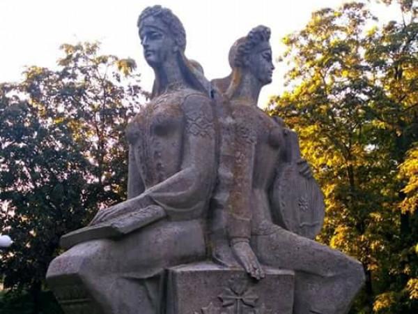 «Три сестри – Україна-Росія-Білорусія»