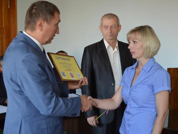 Вручення сертифікату переможцям конкурсу «Кращий бізнес-проект»