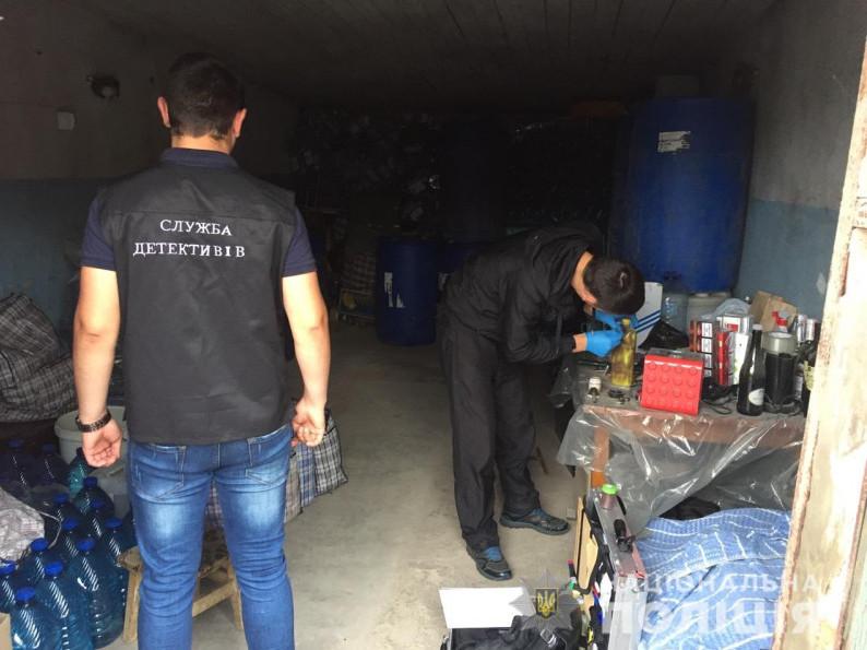 Слідчі детективи оголосили ковельчанці підозру в незаконному зберіганні та транспортуванні алкогольного фальсифікату